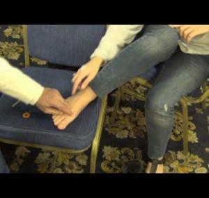Embedded thumbnail for كيف تعالج أكتافك ورقبتك من رجلك